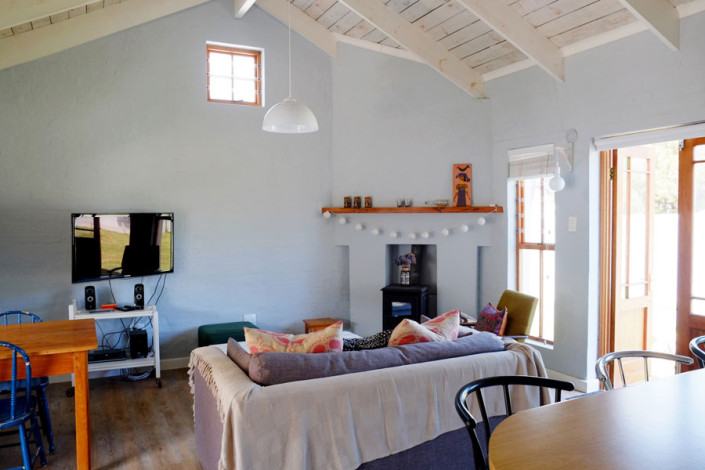 Onrus Cottage self-catering accommodation near Hermanus and Cape Town lounge area