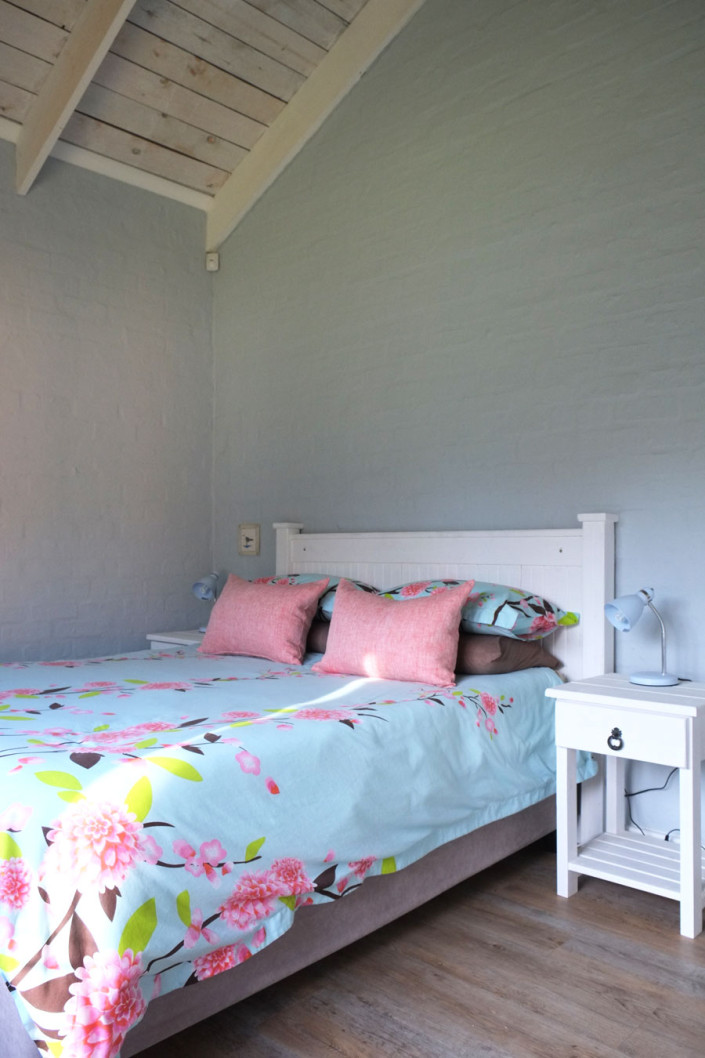 Onrus Cottage self-catering accommodation near Hermanus and Cape Town guest bedroom